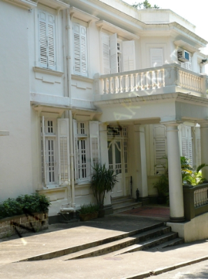 Rare Old Colonial Apt in Pokfulam w/Terrace   - Pokfulam